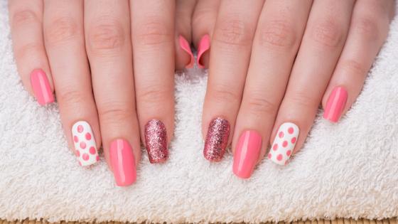 Pink Nails - manicure - salons social media