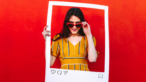 Red background - woman in frame, Instagram